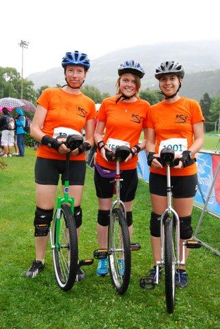 Andrea Wiegand,  Janika Keßler und Birte Besser (v. links nach rechts) erschöpft,  aber glücklich nach dem 10-km Rennen